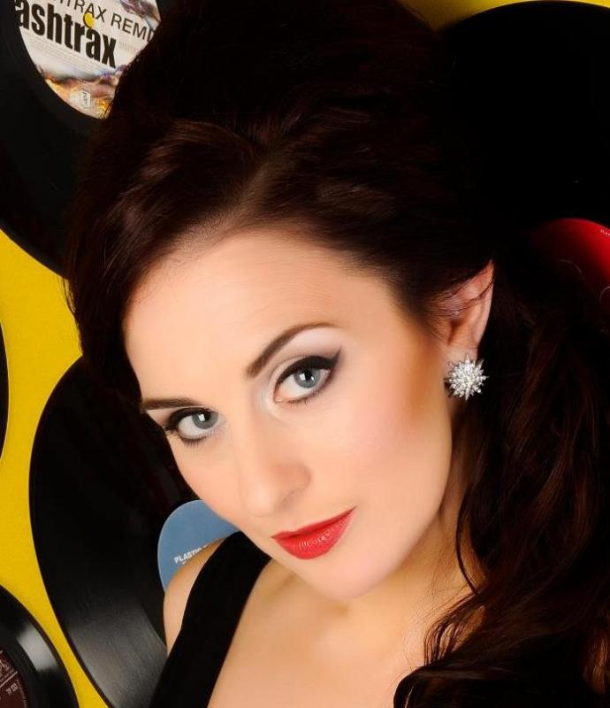 Elena Andrews - Actress, Singers an Voice-over artist