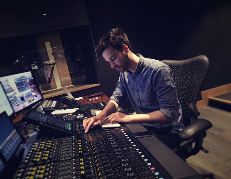 Dialogue editor/Dubbing Mixer
