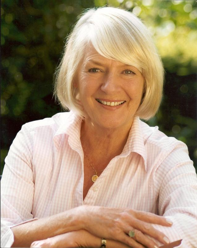 Carolyn Pertwee headshot 2
