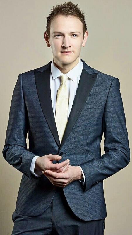 Derek Gibbons - TV Presenter