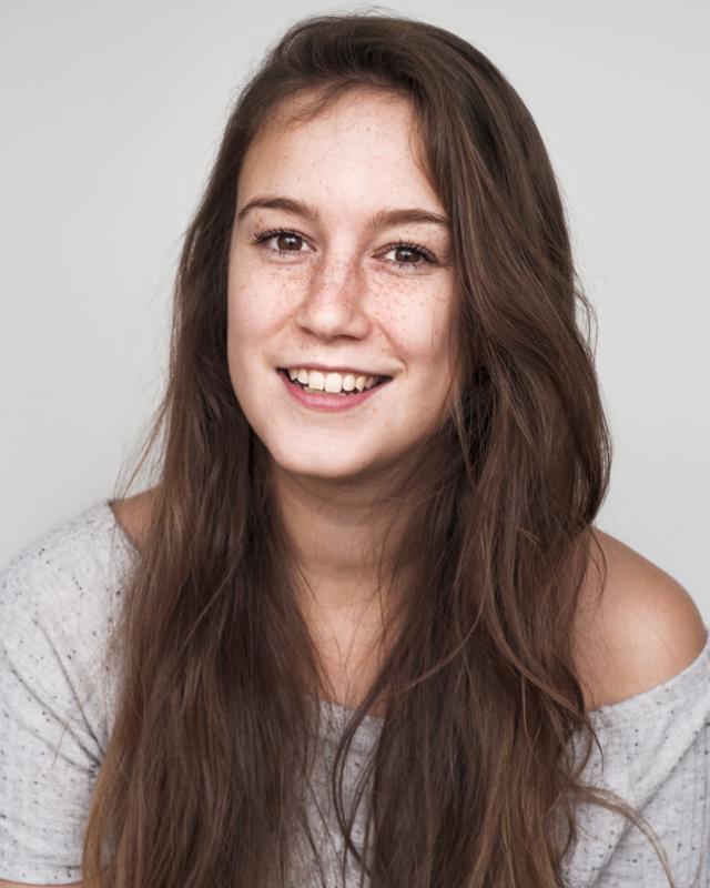Laura Jayne Ayres Headshot