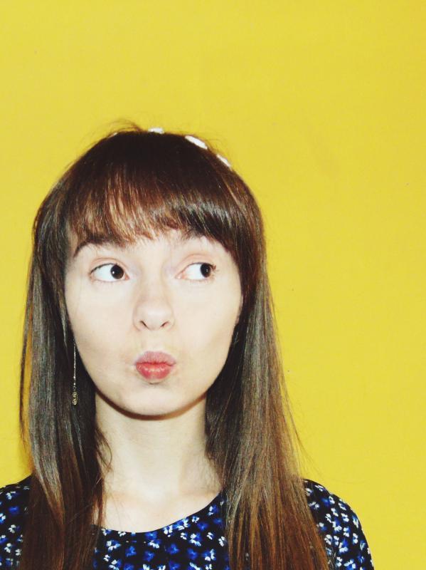 Clare Louise Roberts - headshot colour photo