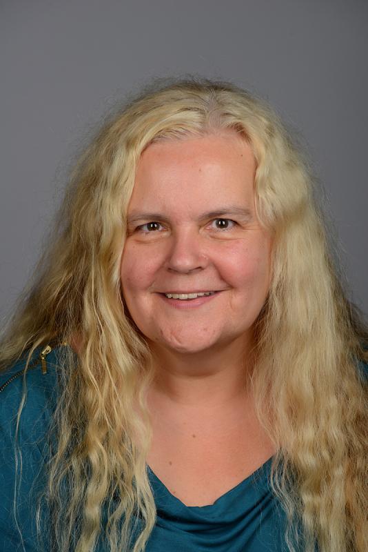 Anette Pollner close headshot