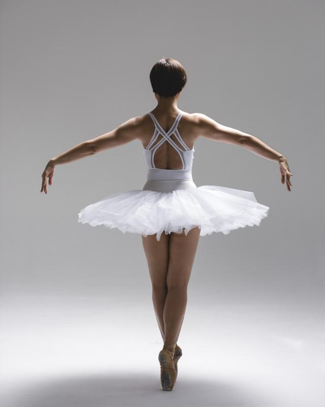 white swan 1