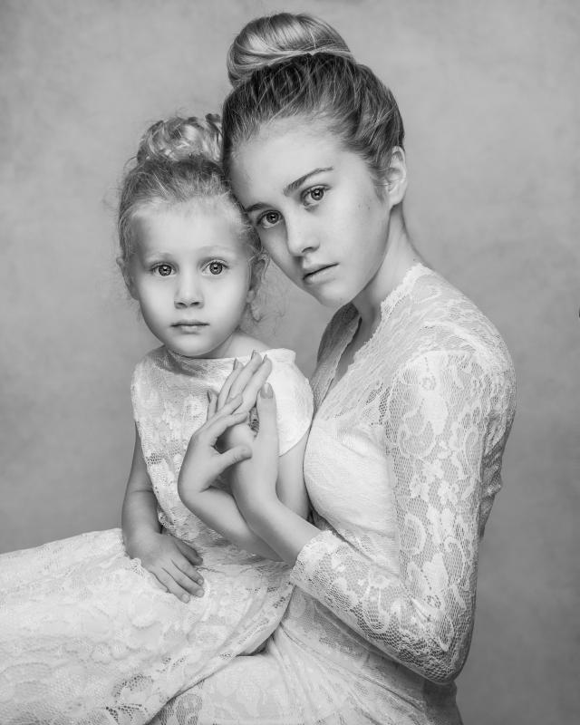 Mya and Lily Fine Art shoot