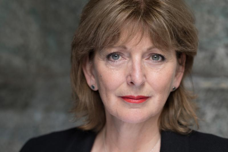 Lesley Molony headshot