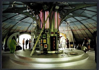 Teletubbiesinside dome