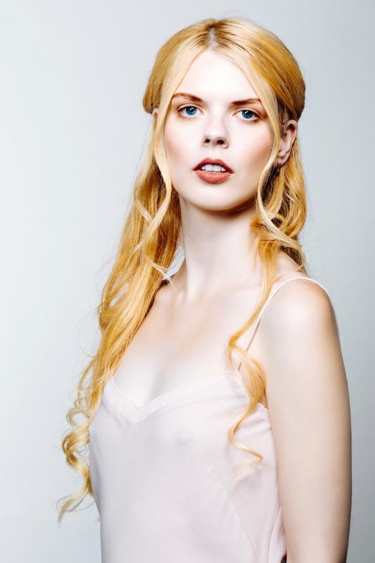 Ayvianna Snow