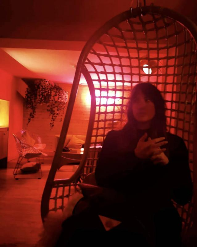 Hannah in a bar again