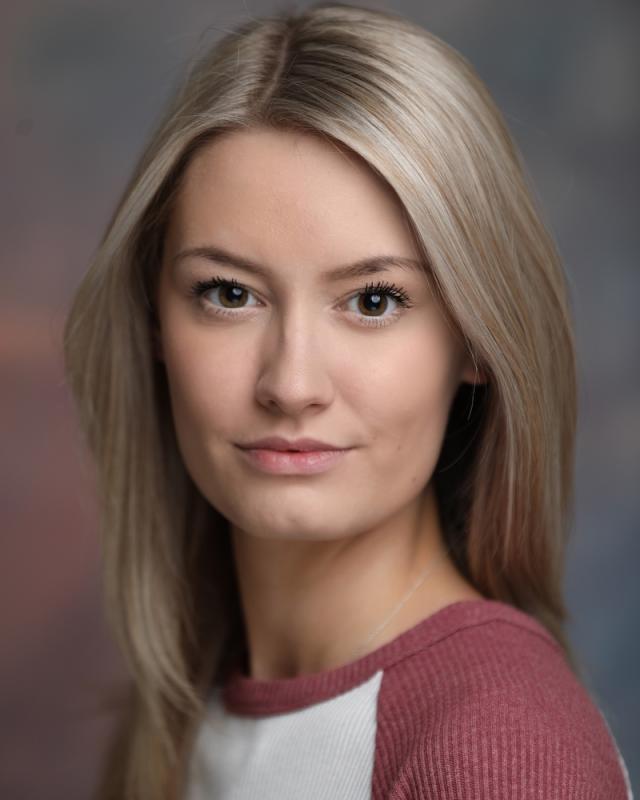 Hannah Lowrie Headshot