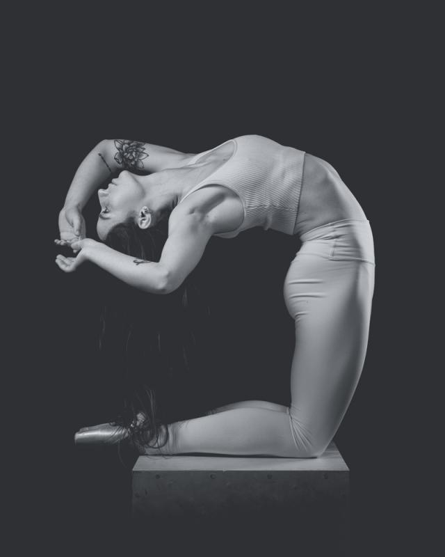 Black and White Pointe
