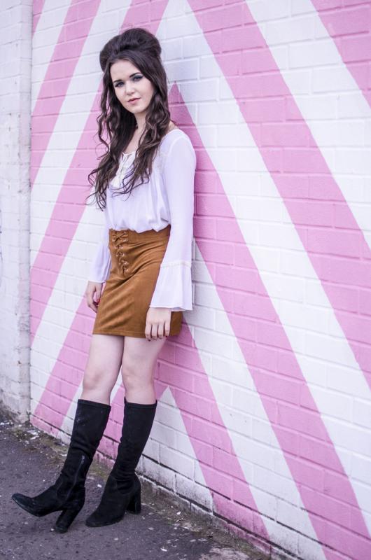 Retro Outfit - Long Shot