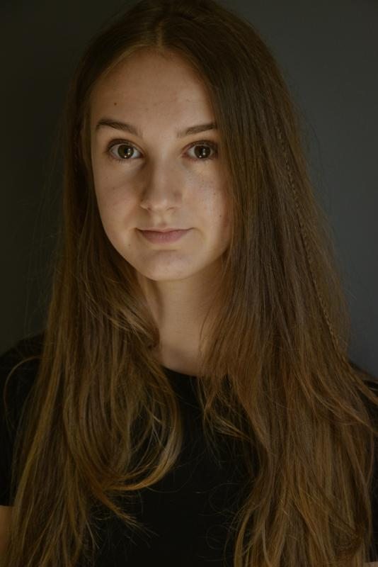 Izzy Casson Headshot
