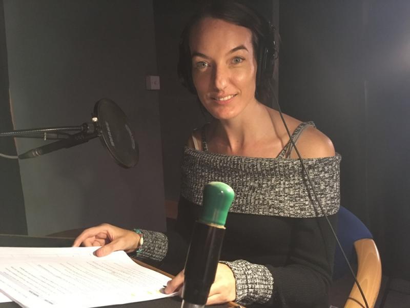 Rebecca Parr Voiceover Headshot