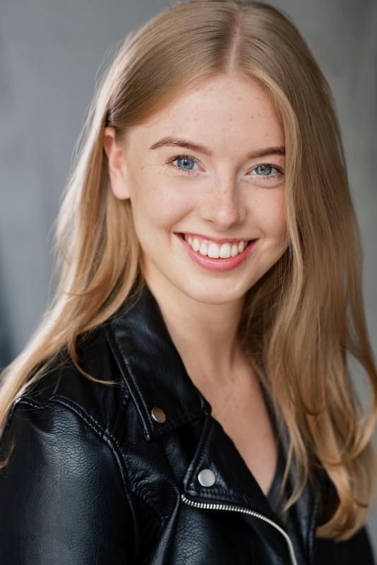 Beth Banks Headshot