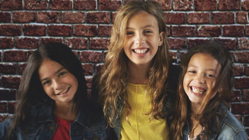 Livi and her two sisters (Chloë and Amelie Kent)