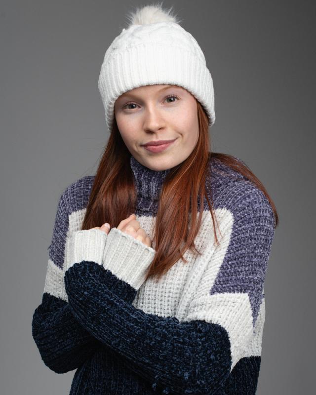 Zoey Deel Happy Winter Shot