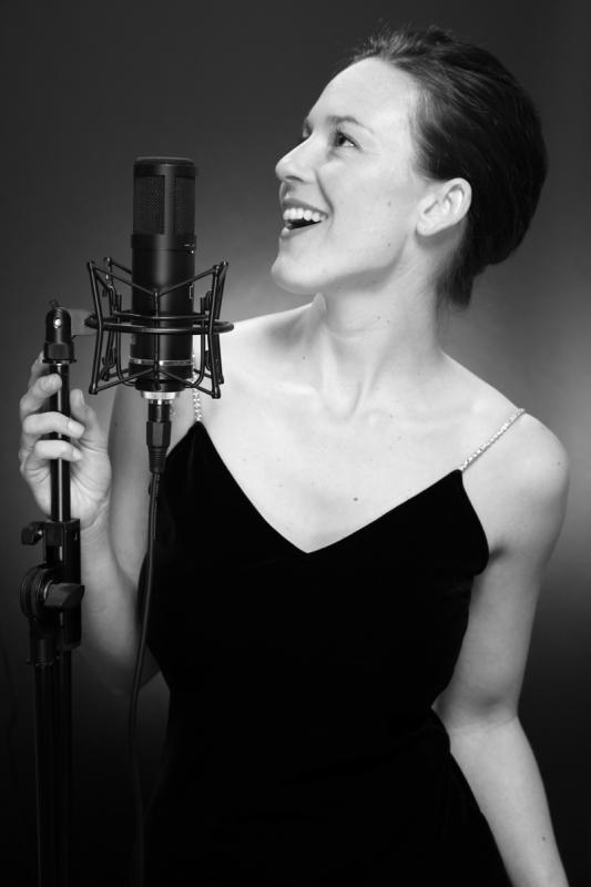Anikó Tóth Sings...