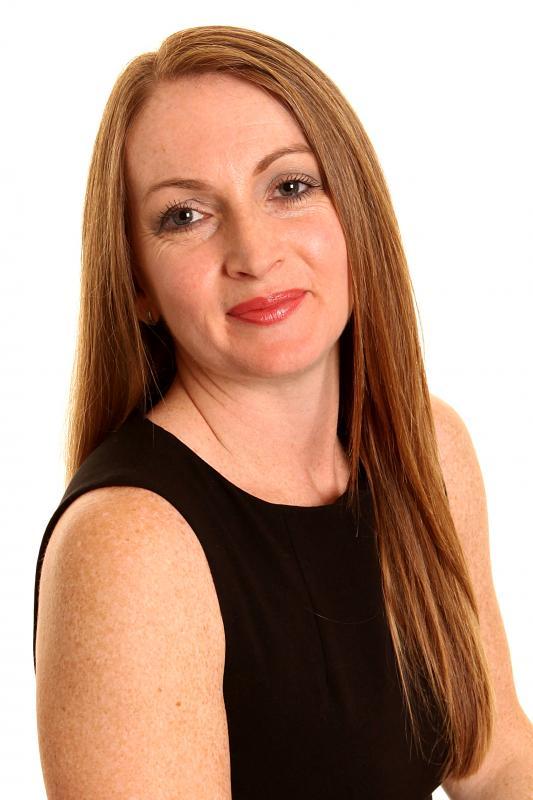 Carolyn Ellis Head Shot