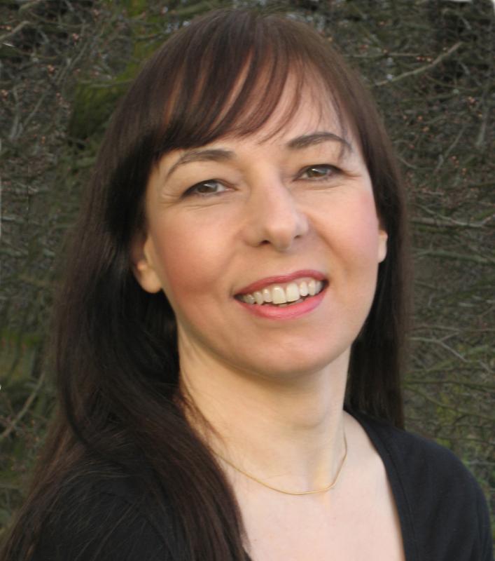 SARA DEE headshot