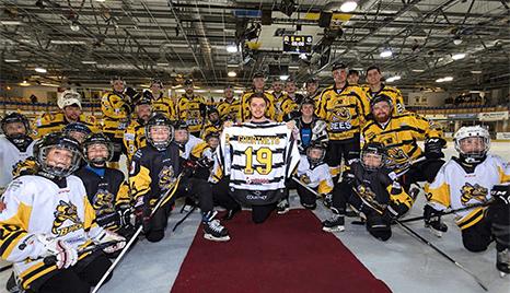 Ice-hockey-Team-Presenting-Shirt-Courtney-Buses-Staff