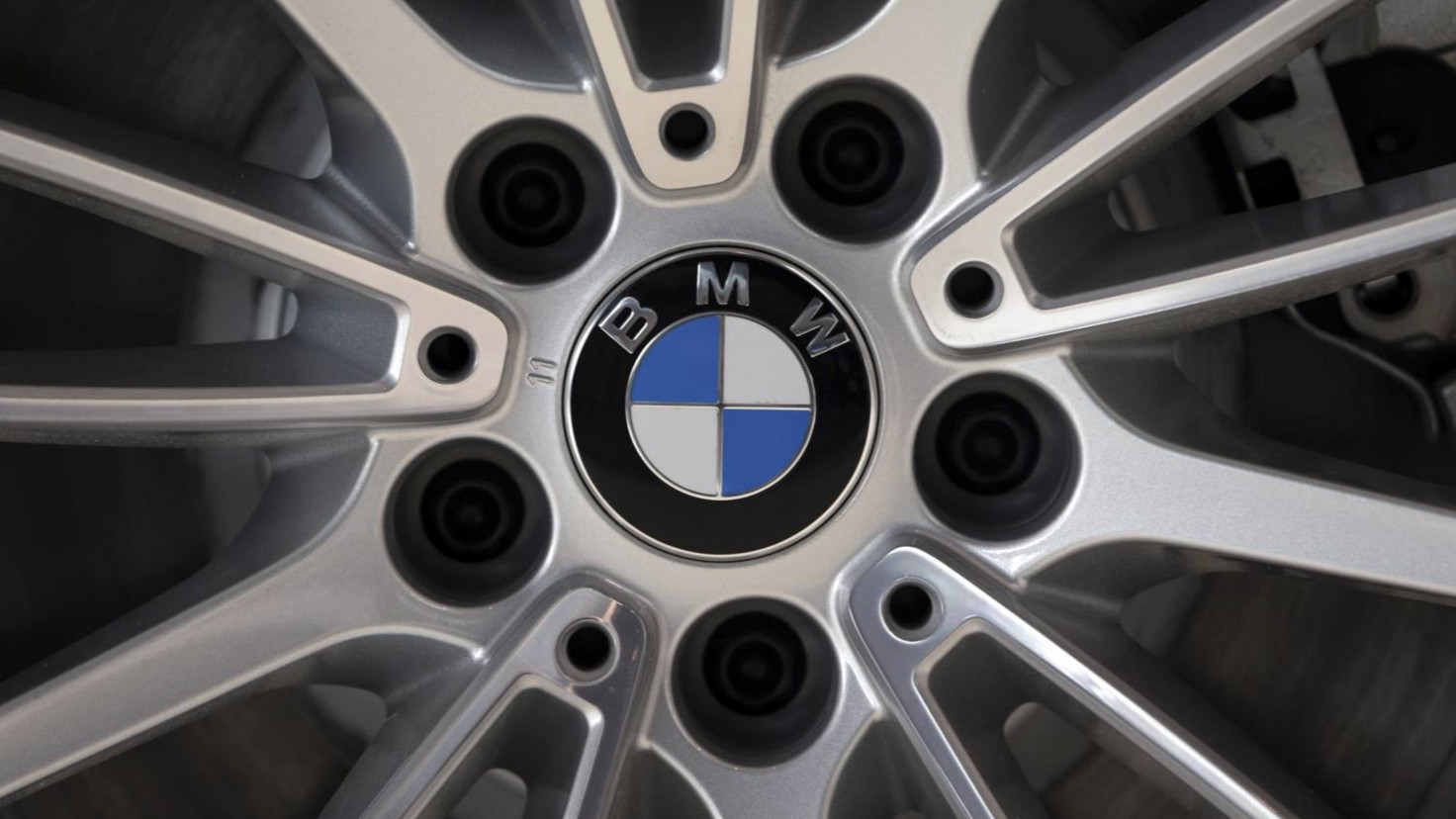 BMW bucks industry trend and goes for old-style luxury