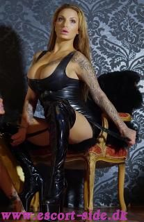 LADY TIARA FETISH BDSM GUDINDE