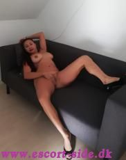 SEXY HOT GIRL NEAR MIDDELFART