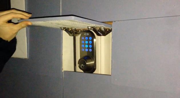 & This is how a gamer would design a secret door pezcame.com