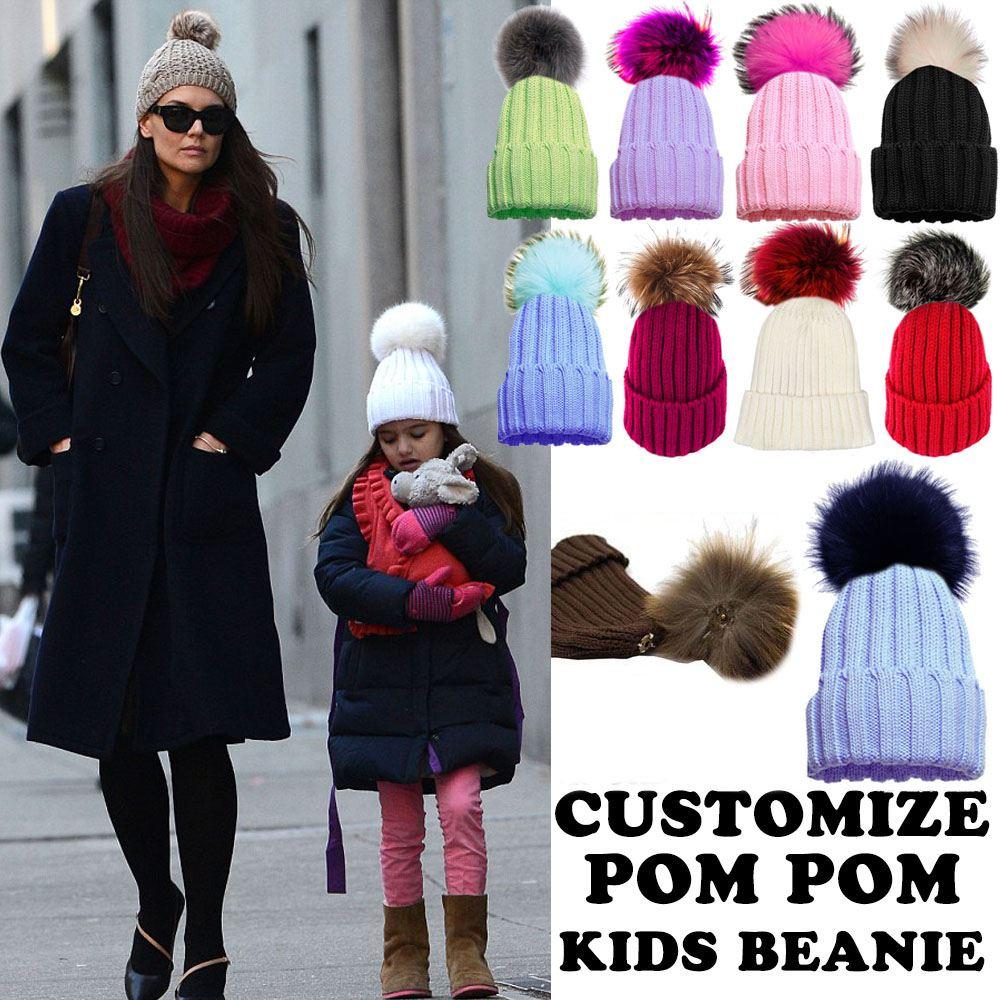 Bambini Lavorato A Maglia Inverno Bobble Beanie Pelliccia Pom Pom Cappello Personalizzabile 2-6 Anni-