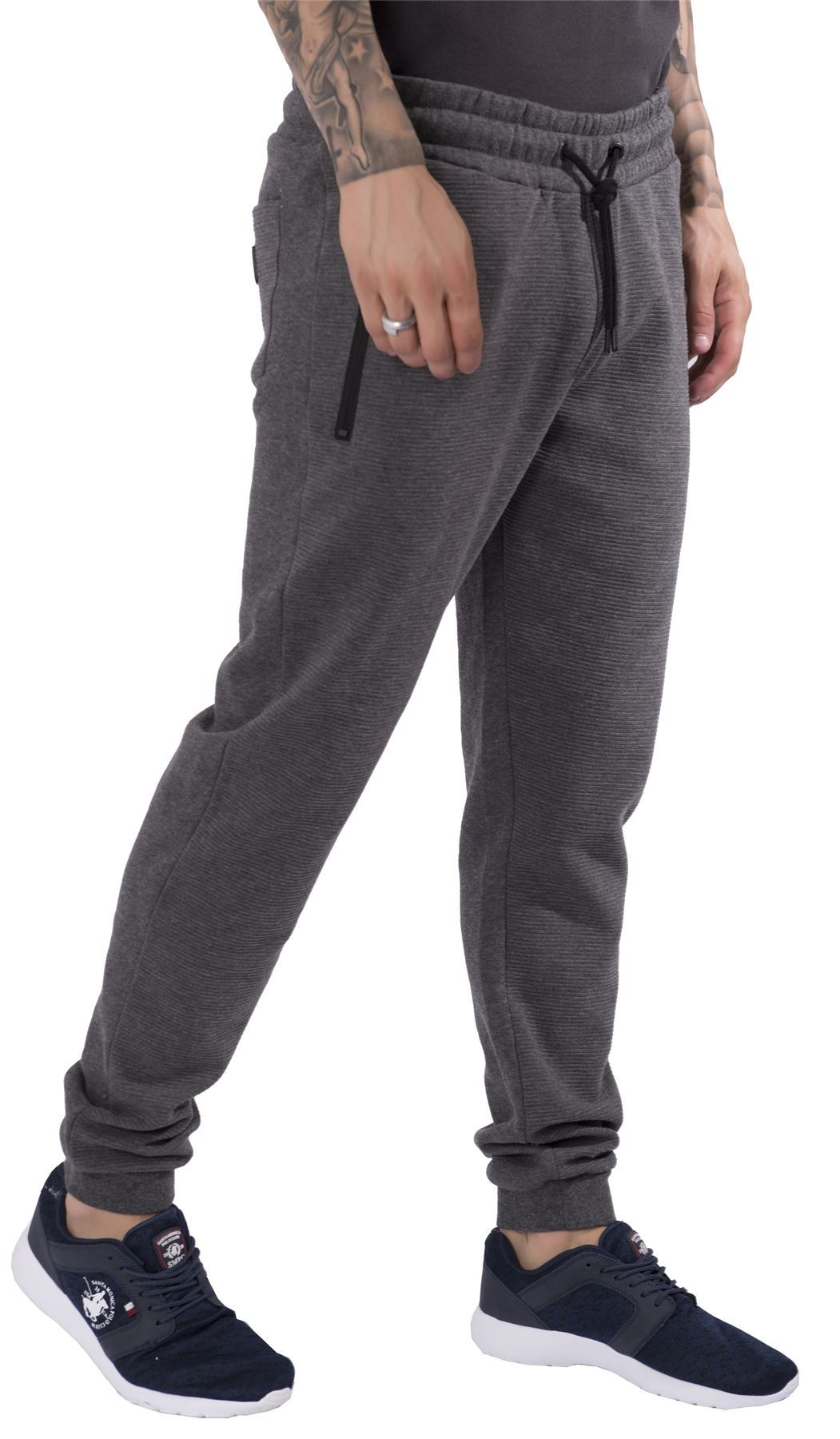 Frank & Eileen Tee Lab Cotton Fleece Cuffed Jogger Sweatpants Details Frank and Eileen Tee Lab sweatpants in cotton fleece. Drawstring waistband. Side slip pockets with frayed edges.