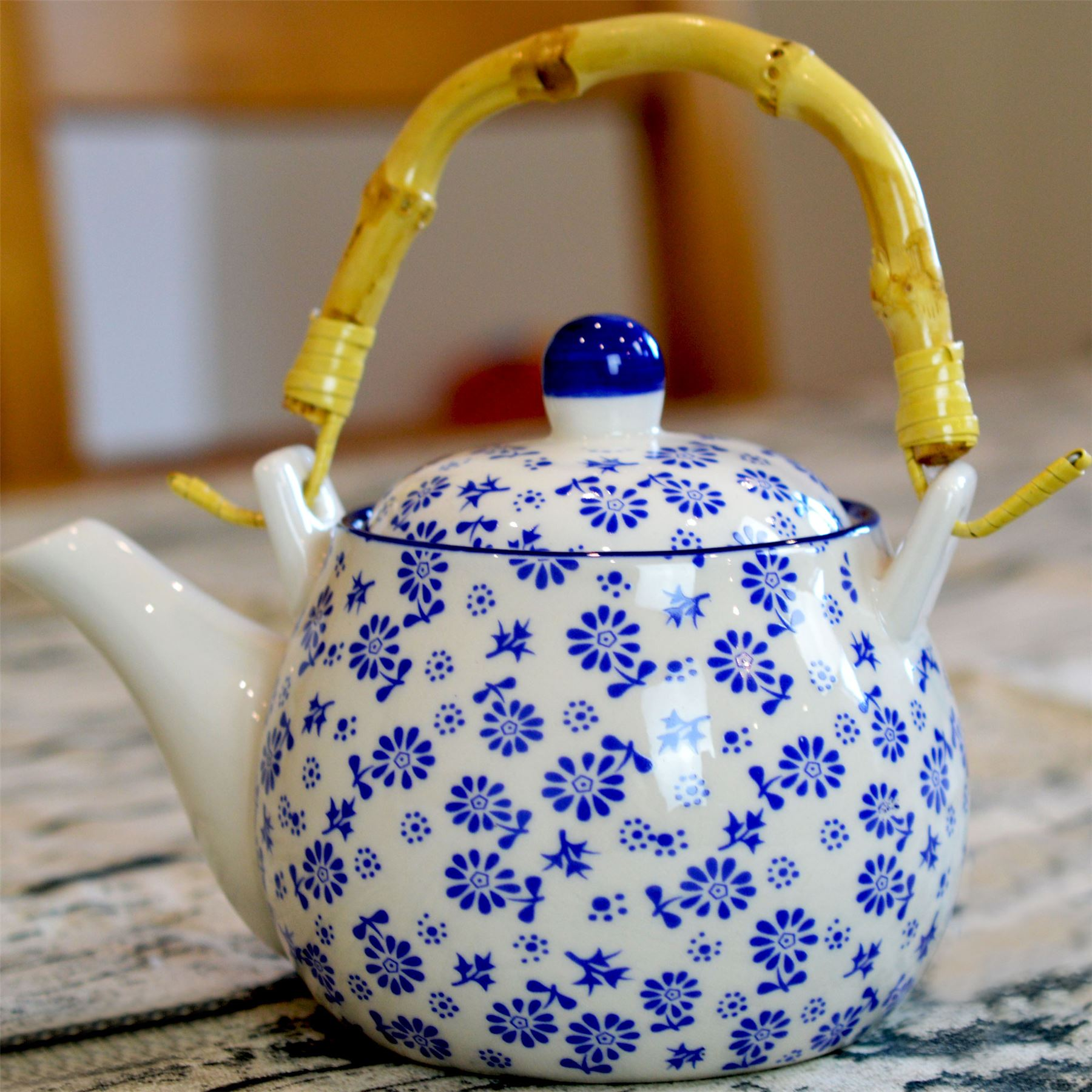 White And Blue Daisy Tea Coffee Pot With Bamboo Handle