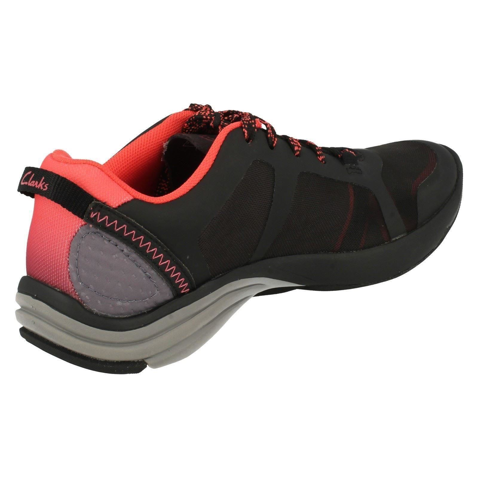 Ladies Casuals Clarks Casuals Ladies Trainers Style -  Wave Kick 70390c