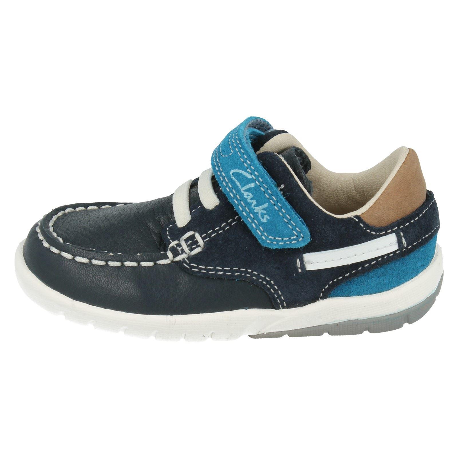 Chicos Zapatos Clarks el estilo suavemente Bandera