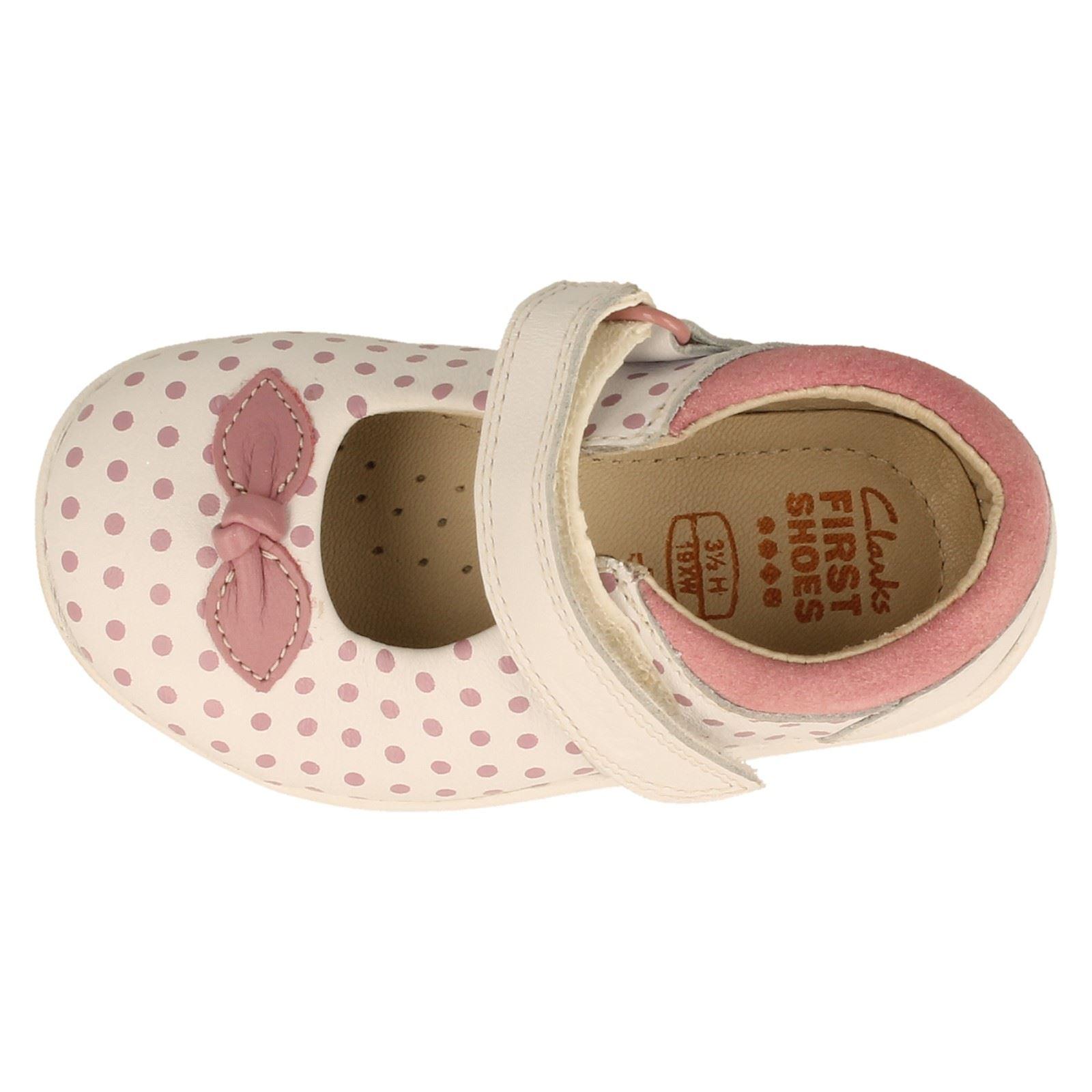 Chicas Clarks Primero Zapatos Estilo Mary Jane suavemente Dotty-W