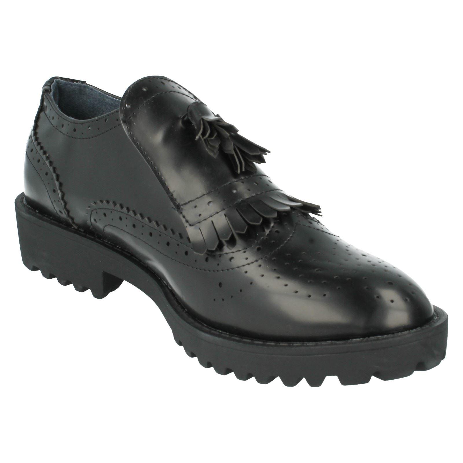 Señoras de punto en zapatos de estilo-f9819