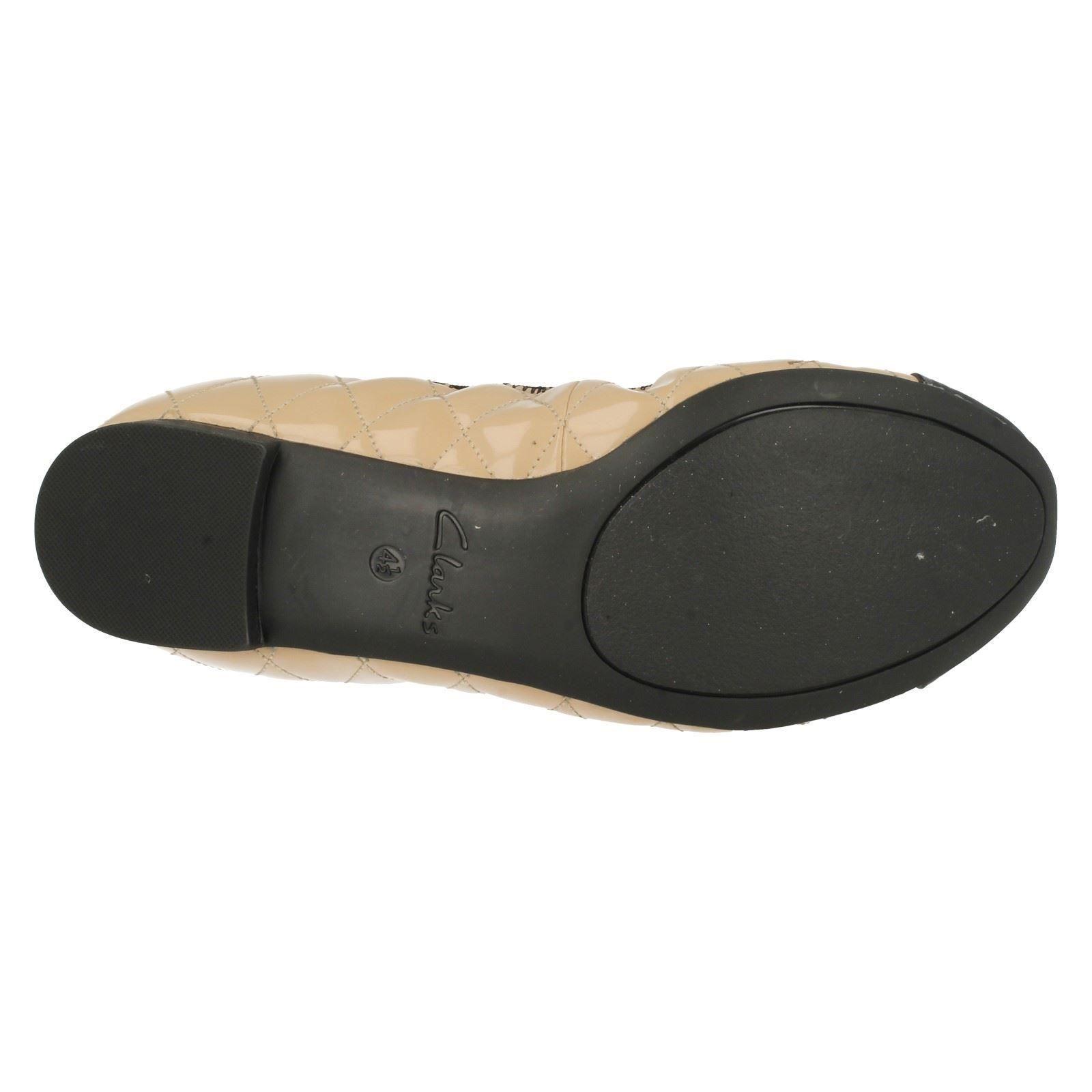 Damas Clarks elastacated Plana Bailarina Zapatos De Salón Etiqueta-Carrusel Curl