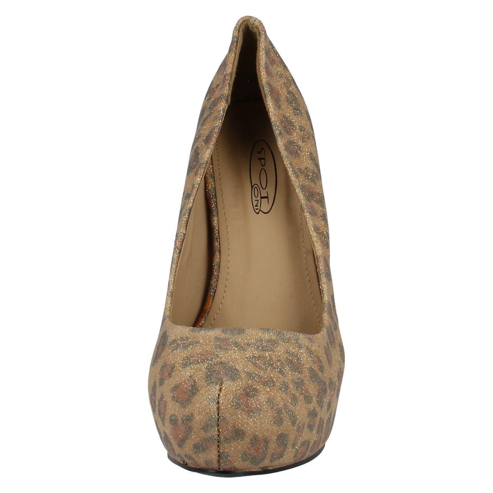 Señoras de punto en zapatos de estilo-f9556