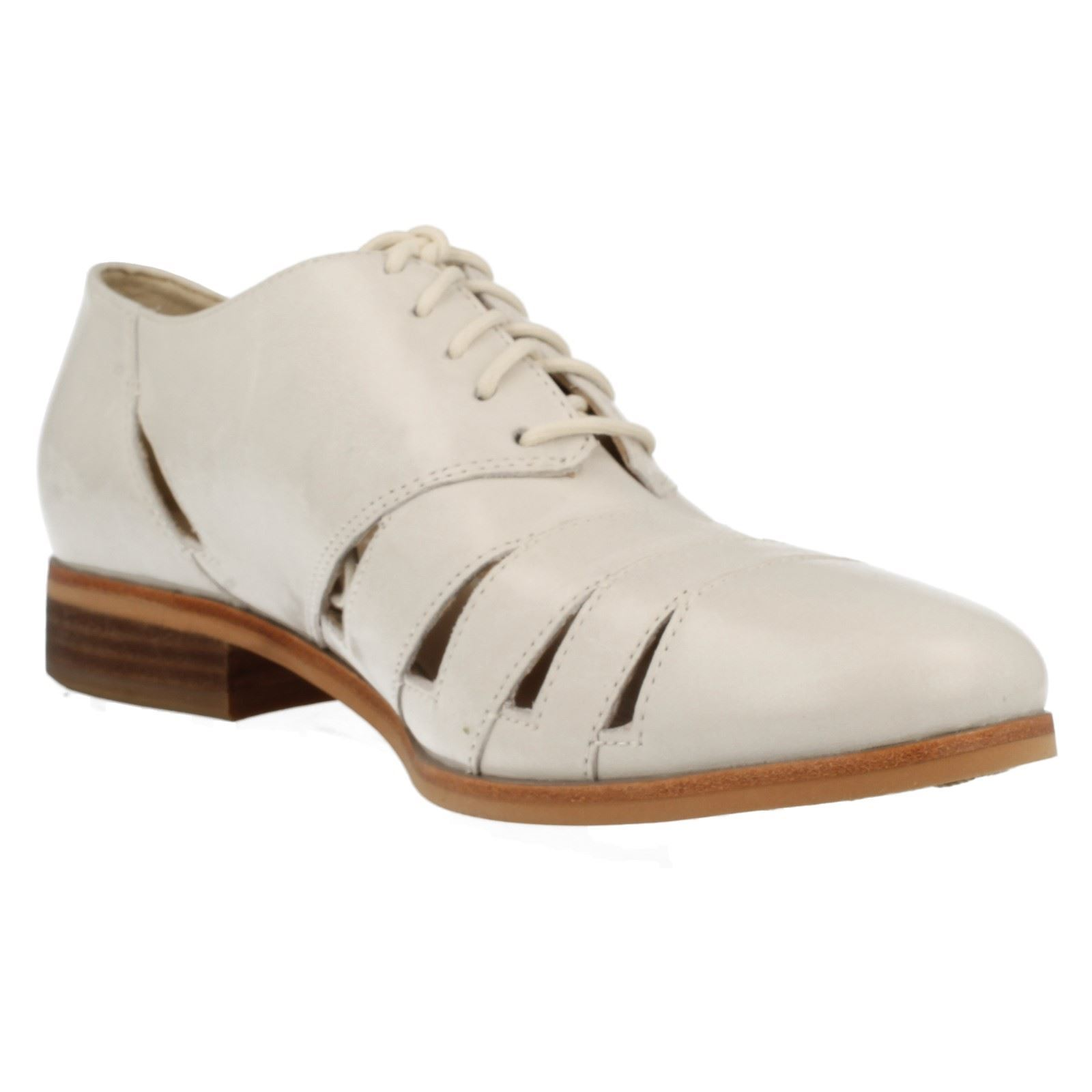 Ladies-Clarks-Lace-Up-Leather-Cut-Out-Detail-