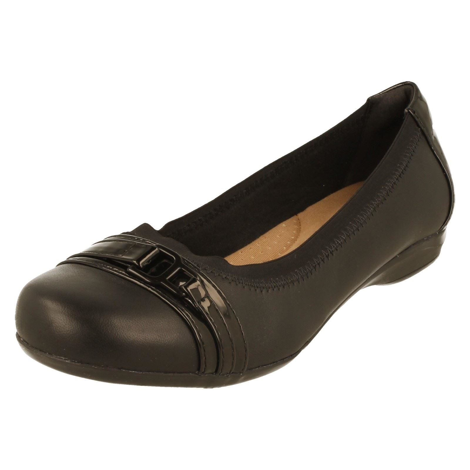 Ladies-Clarks-Shoes-Label-Kinzie-Light-W