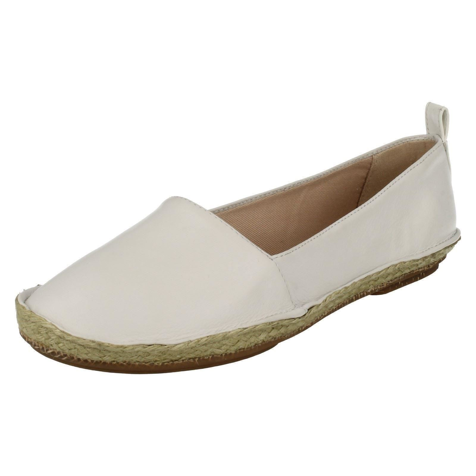 858aa350e4a Ladies Clarks Casual Flat Slip on Shoes Clovelly Sun White UK 8 D. About  this product. Picture 1 of 9; Picture 2 of 9 ...
