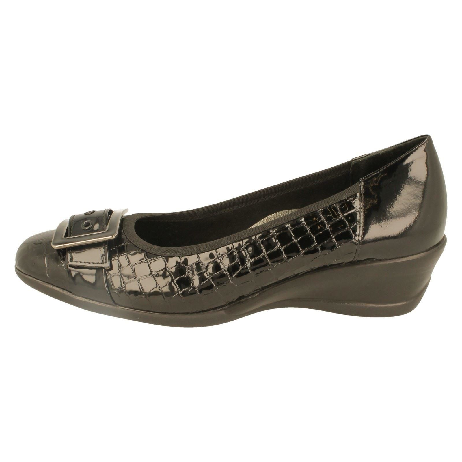 padders wide fitting wedge shoes label