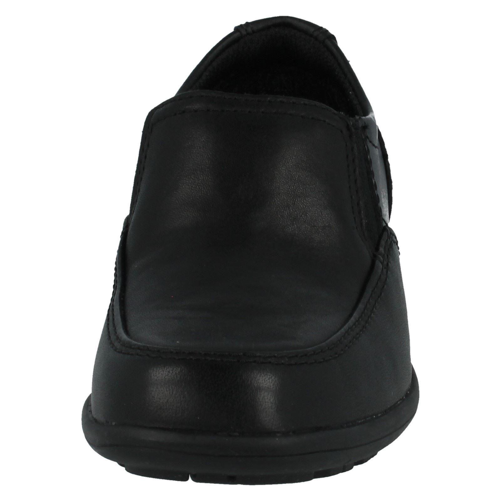 Los chicos calzado Clarks el estilo-kooru paso