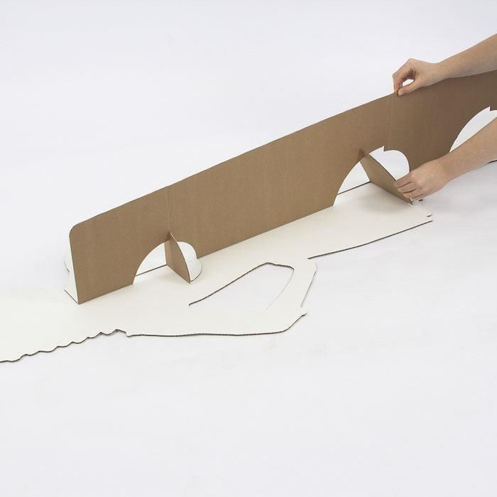 Caroline-Flack-Figura-de-carton-en-tamano-natural-o-reducido