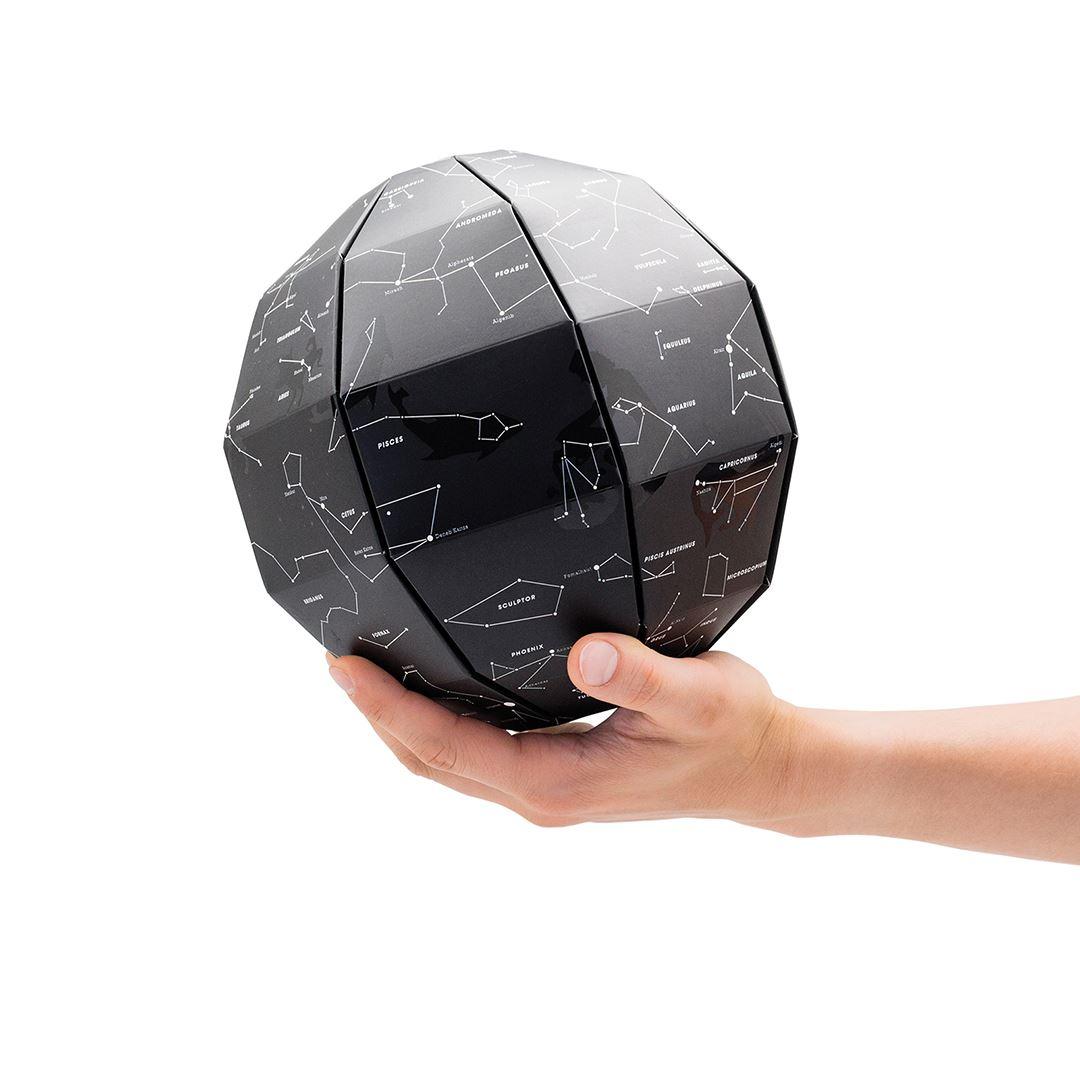 Luckies Glühen in der dunklen Sterne Globe 3D-Karte der Nacht Himmel