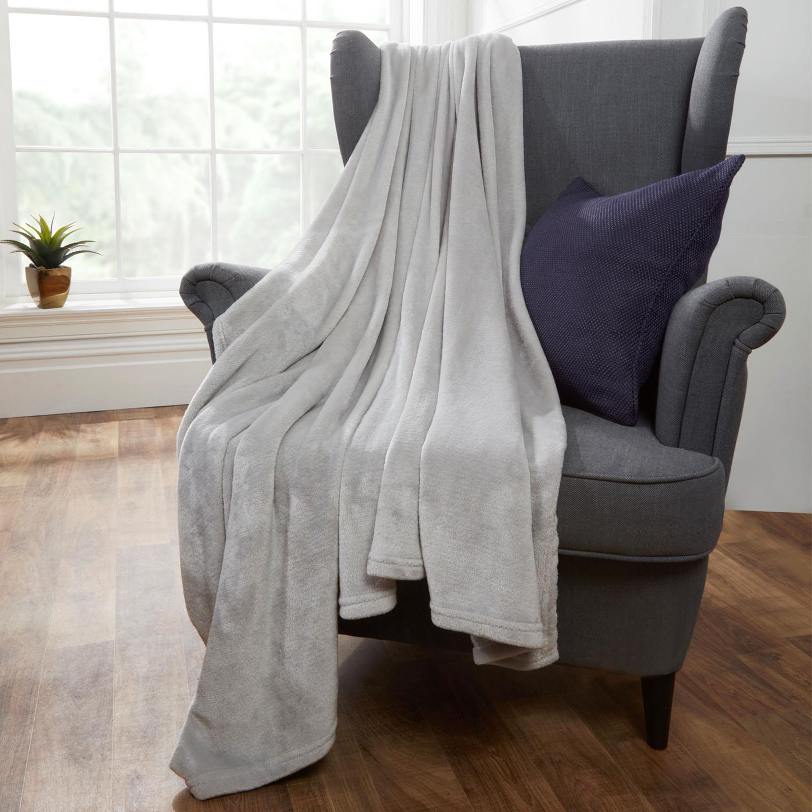 Brentfords-Large-Flannel-Fleece-Bed-Blanket-Warm-Throw-Over-Ultra-Soft-Bed-Sofa thumbnail 24