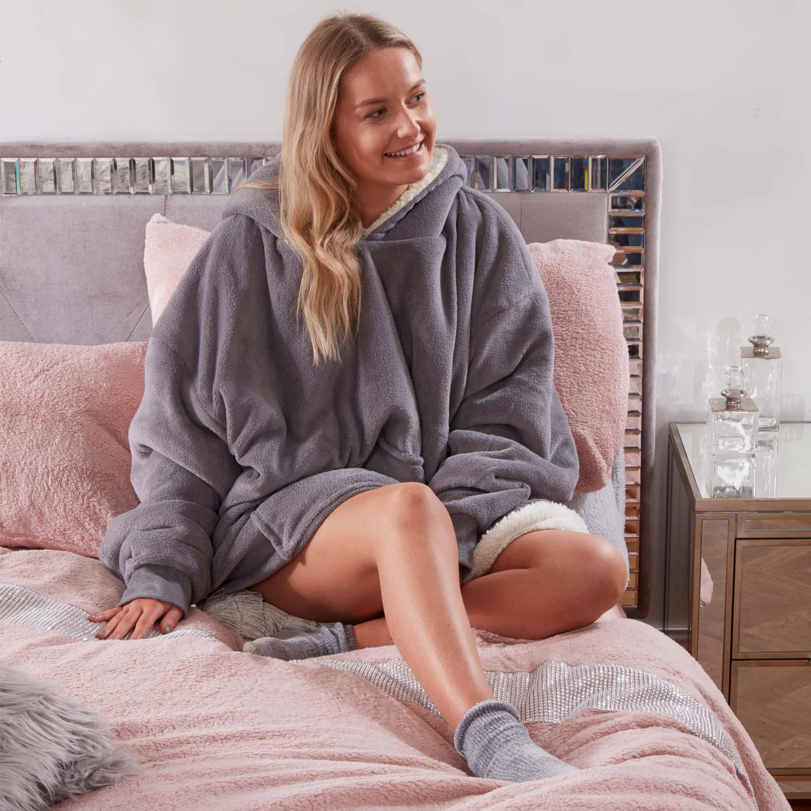 Sienna-Hoodie-Blanket-Oversized-Ultra-Plush-Sherpa-Giant-Big-Hooded-Sweatshirt thumbnail 10