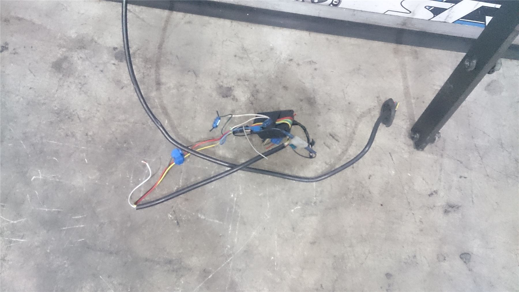 Genuine-VW-Touran-Tow-Bar-With-Electric-Power-Connections-2003-2012