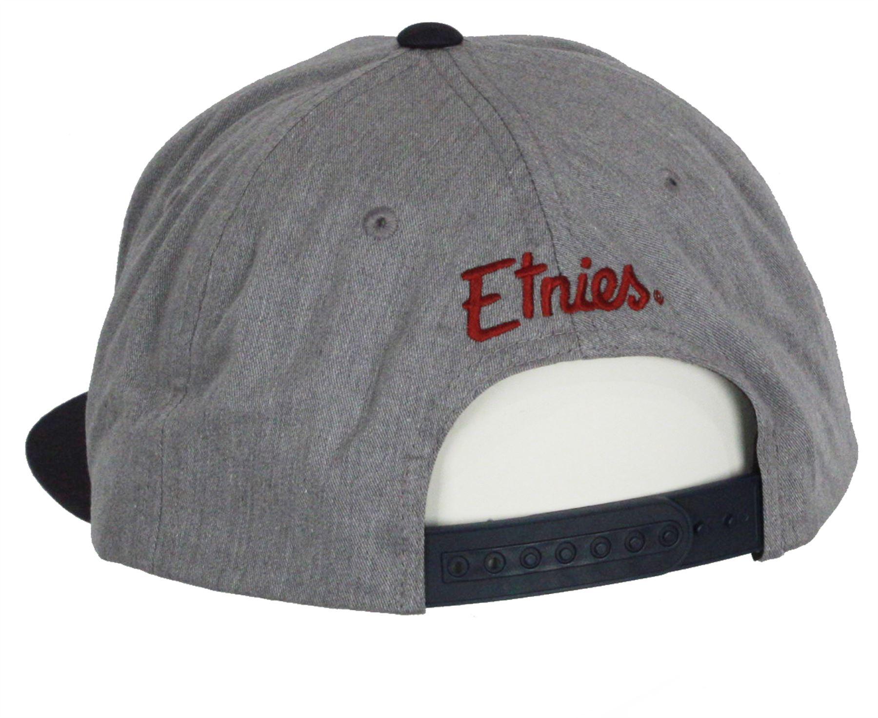 Logo Etnies ricamato in 3D sul davanti. Logo con nome Etnies ricamato sul  retro. Chiusura posteriore regolabile. 6 pannelli. de6907264ee6