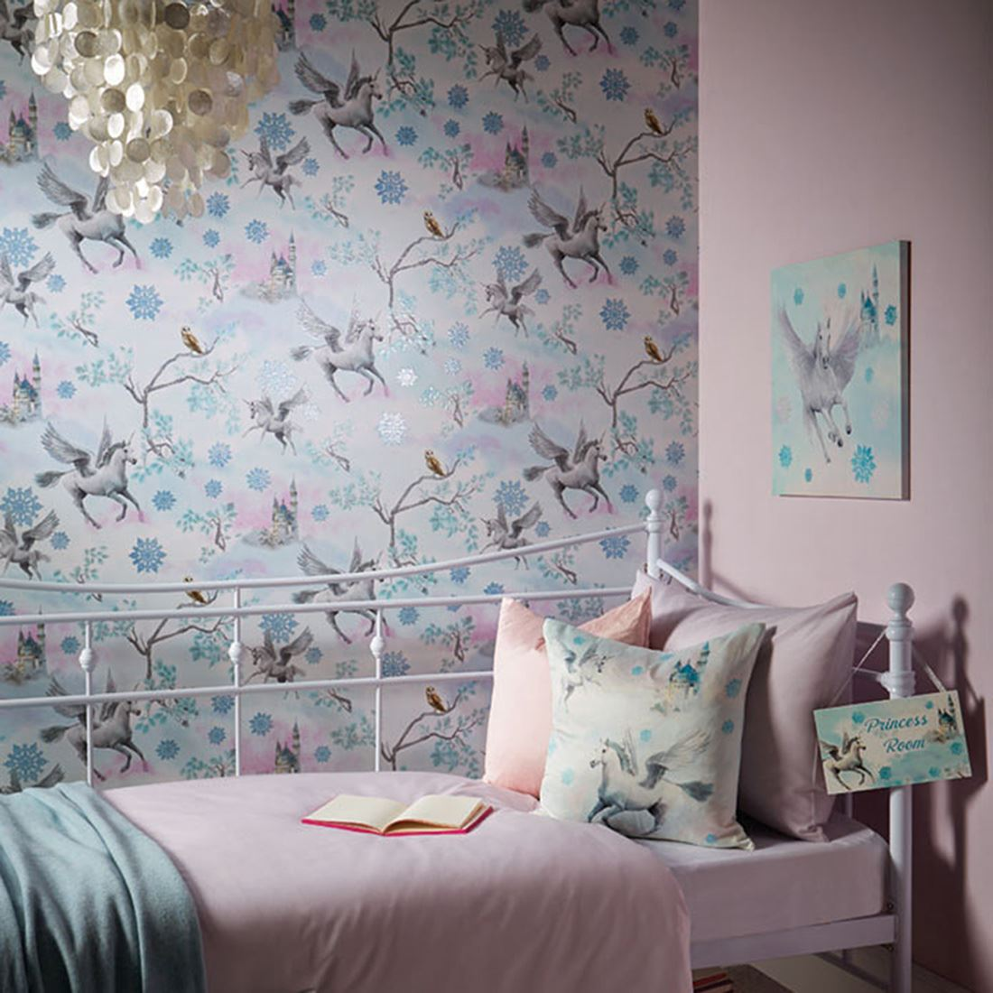 GIRLS WALLPAPER BEDROOM DECOR GLITTER UNICORNS HEARTS BUTTERFLIES